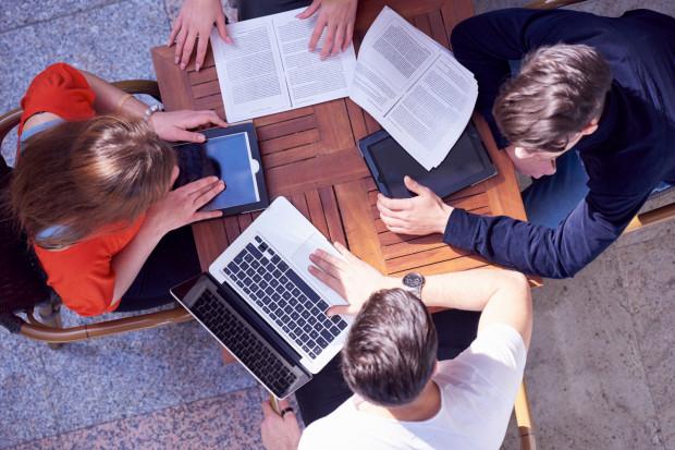 O przyjęcie do szkół średnich ubiegać się będą absolwenci szkół podstawowych oraz zlikwidowanych gimnazjów, czyli dwa równolegle roczniki.