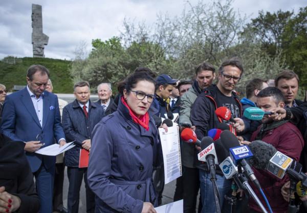Samorządowcy z Gdańska i Pomorza apelują do rządu o odstąpienie od przejęcia terenów Westerplatte przez Skarb Państwa.