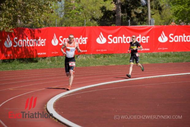 Cykl EvoTriathlon obejmuje cztery imprezy triathlonowe od maja do września.