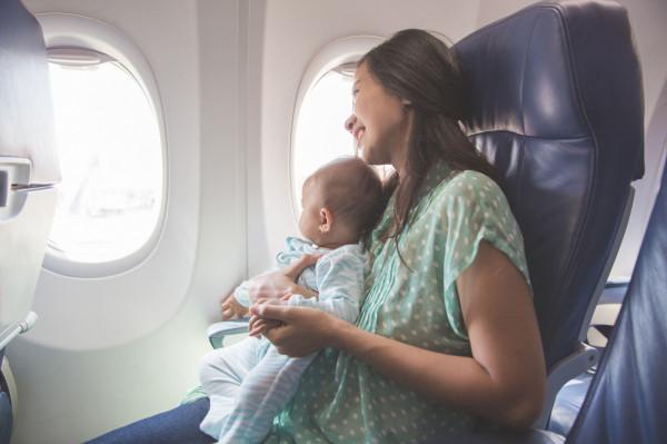 W przypadku lotów krajowych może być akceptowany akt urodzenia dziecka.