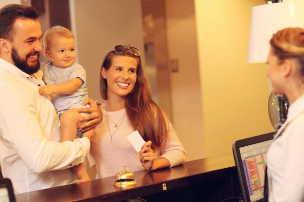 Wiek dziecka często upoważnia do niższych opłat np. w hotelach.