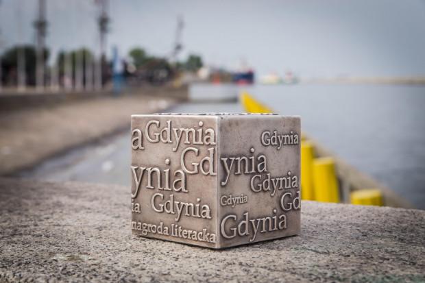 Książki zgłaszane do Nagrody Literackiej Gdynia muszą być napisane w języku polskim i wydane po raz pierwszy w 2018 roku. Nagroda w każdej kategorii wynosi 50 tys. zł.