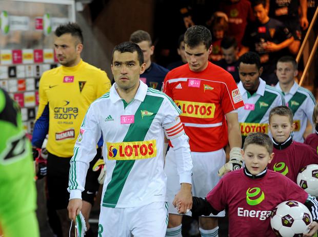 Łukasz Surma znalazł się w Galerii Sław Ekstraklasy. Jest piłkarzem, który na najwyższym poziomie ligowym rozegrał najwięcej meczów. W latach 2009-13 kolekcjonował je w barwach Lechii Gdańsk. Wiele z nich rozegrał jako kapitan biało-zielonych.