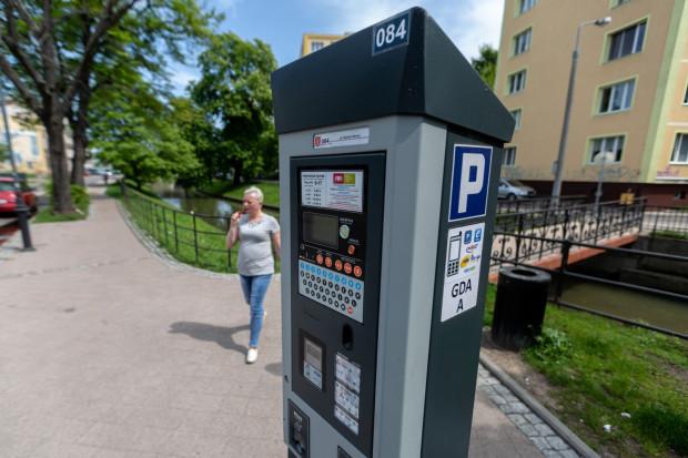 Obecnie w centrum Gdańska trzeba płacić tylko w dni powszednie w godzinach 9-17. Wkrótce opłaty będą pobierane do godz. 20, a niewykluczone, że po wprowadzeniu Śródmiejskiej SPP także w weekendy i w nocy.
