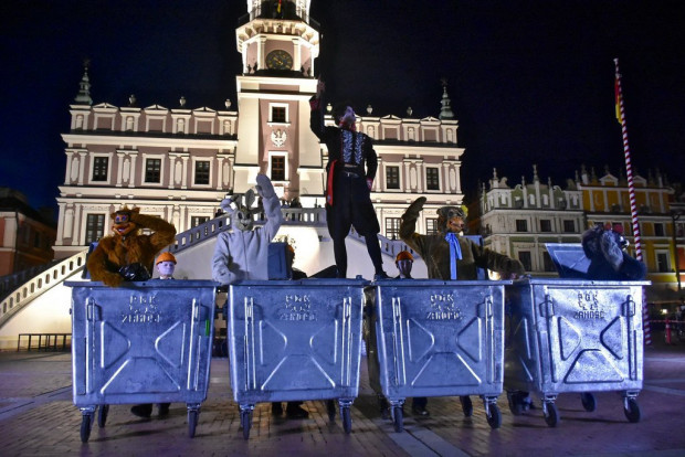 """Jednym z gości tegorocznej FETY ma być spektakl """"Trash Poem"""" teatru InZhest z Białorusi. Potrzebne są do niego kontenery na śmieci - takie, jak na zdjęciu."""