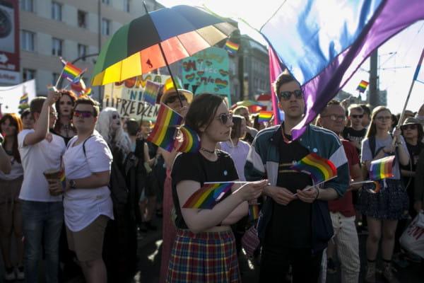 """Marsz Równości w tym roku po raz piąty przejdzie ulicami Gdańska. Tym razem pod hasłem """"Miłość może tylko łączyć""""."""