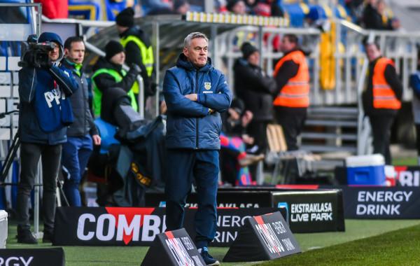 Po tym jak Jacek Zieliński utrzymał Arkę Gdynia w ekstraklasie, w sztabie szkoleniowym na kolejny sezon mają także pozostać jego najbliżsi współpracownicy.