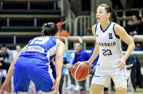 Angelika Slamova (z piłką) po zdobyciu mistrzostwa Rumunii przenosi się do Gdyni, aby walczyć o medale z Arką.