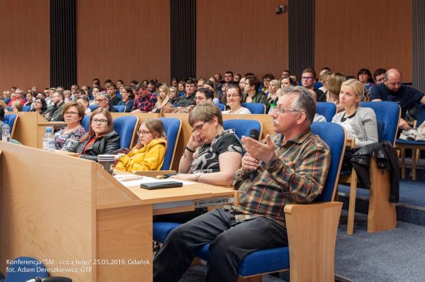 Uczestnicy konferencji poświęconej leczeniu i rehabilitacji osób chorych na stwardnienie rozsiane. Spotkanie odbyło się 25 maja w jednej z sal Pomorskiego Urzędu Marszałkowskiego w Gdańsku.
