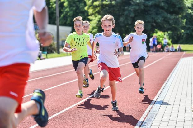 Lekkoatletyczne czwartki to okazja, aby zarazić młodzież szkolną miłością do sportu, a także wyłowić talenty.