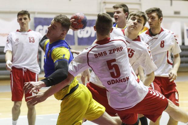 Szkoła Mistrzostwa Sportowego w Gdańsku funkcjonuje od 1997 roku. Wychowała wielu reprezentantów Polski w piłce ręcznej oraz zawodników występujących w najwyższej klasie rozgrywkowej. Placówka może zostać przeniesiona do innego miasta, gdyż jej uczniowie nie będą mogli już trenować i grać w hali przy ul. Kołobrzeskiej.