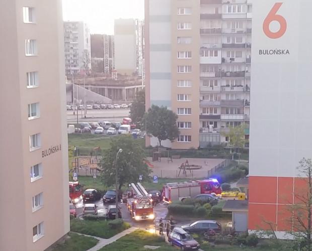 Działania strażaków w bloku na Morenie