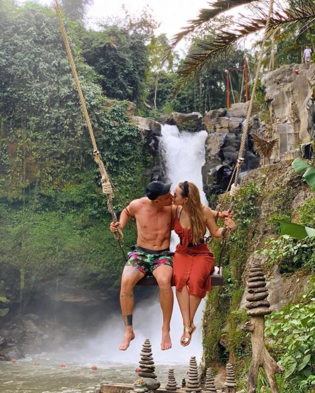 Daniel Łukasik z partnerką na Bali.