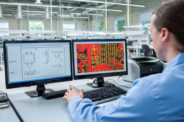 Elhurt zaczynał od produkcji kabli łączących video z TV, dziś tworzy rozwiązania elektroniczne wykorzystywane między innymi w NATO, medycynie i  muzyce.