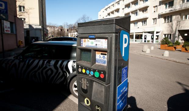 Korzystanie ze strefy płatnego parkowania jest coraz wygodniejsze.