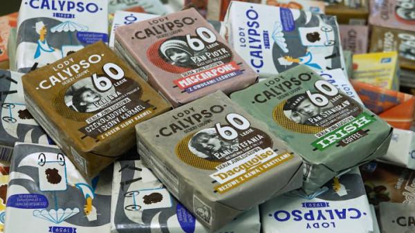 Na pierwszym planie seria czterech deserów lodowych, która pojawiła się w sklepach z okazji 60-lecia lodów Calypso. Pod nimi znajduje się kolejna jubileuszowa niespodzianka - lody śmietankowe, produkowane według oryginalnej receptury z roku 1959.