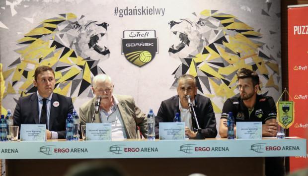 Michał Winiarski (pierwszej od prawej) będzie trenerem Trefla Gdańsk. Na zdjęciu od lewej: Piotr Borawski, Kazimierz Wierzbicki i Dariusz Gadomski.