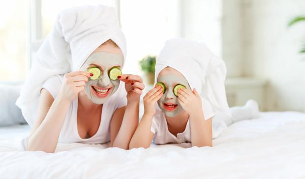 Naturalne, ekologiczne, hipoalergiczne, a także organiczne kosmetyki dla dzieci cieszą się coraz większą popularnością wśród mam.