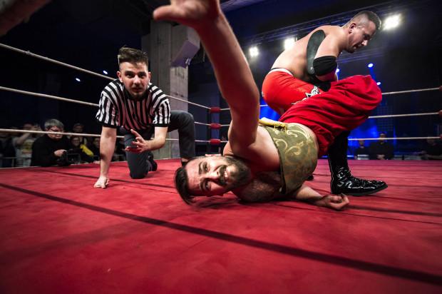 Obowiązkowym punktem SzlamFestu jest wrestling.