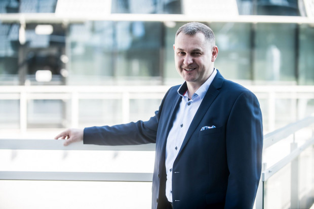 Piotr Bąboń jest managerem z ponad 20-letnim doświadczeniem w IT i 15-letnim doświadczeniem w zarządzaniu dużymi zespołami, wysoce wykwalifikowanej kardy IT w polskich i międzynarodowych instytucjach w branży finansowej oraz ubezpieczeniowej.