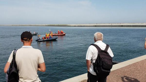 Na razie nie znamy tożsamości osoby, której zwłoki znaleziono w basenie portowym. Ustala to policja.