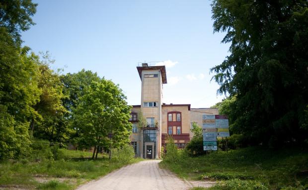 Nowy inwestor rozbierze dawny gmach telewizji. W budynku, który stanie na jego miejscu zachowane zostaną relikty istniejącego tu niegdyś Café Zinglershöhe.