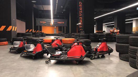 Crazy Carts to specjalne wózeczki, które pozwalają na kontrolowany poślizg czyli drift.