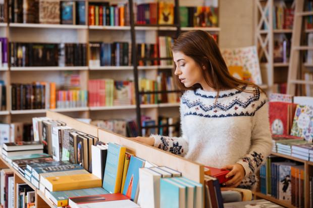 Kobiety stanowią większość wśród kupujących książki.