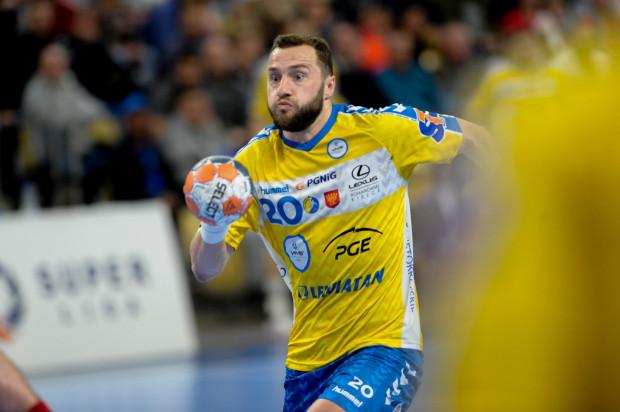 PGE Vive Kielce nie przedłużyło kontraktu z Mariuszem Jurkiewiczem (na zdjęciu). Rozgrywający podpisał umowę z Energa Wybrzeżem Gdańsk. Kielczanie zmienili zdanie i teraz chcą go odkupić.