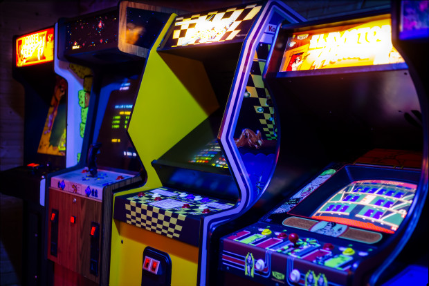 Łupem złodzieja, który okradł salon gier na Oruni, padło niecałe 2 tys. zł.