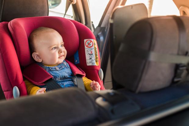 Foteliki samochodowe dla niemowląt zaliczane są do grupy fotelików 0 i 0+, montowane są zawsze tyłem do kierunku jazdy.
