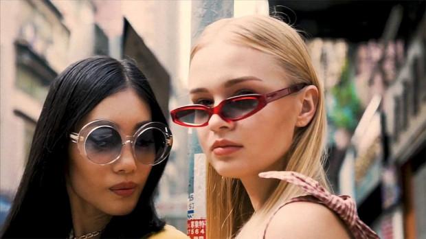 W tym sezonie modny jest prawie każdy model okularów - jest w czym wybierać.