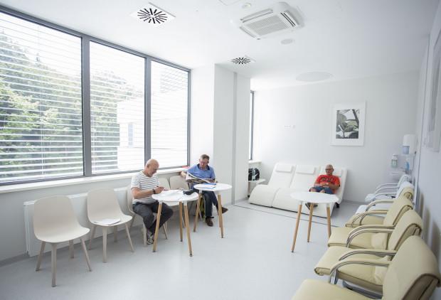 Uczuleni na jad owadów błonkoskrzydłych pacjenci mogą skorzystać z odczulania. To właśnie dla nich powstał specjalny pokój dzienny.