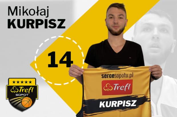 Mierzący 202 cm koszykarz reprezentował kadrę Polski w kategoriach U-16, U-18 i U-20.