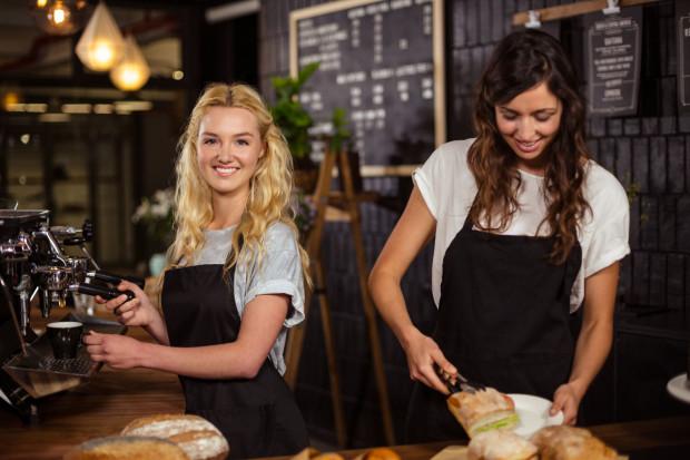 Zwykle wakacyjna praca studentów ma charakter sezonowy i wykonywana jest w ramach umowy zlecenia.