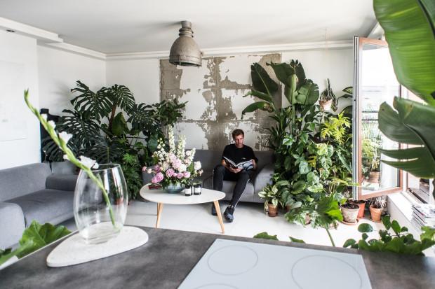 Pasją Remigiusza Dorawy są rośliny. Po zakupie mieszkania stało się to więc oczywiste, że to one staną się najważniejszym elementem wyposażenia wnętrza.