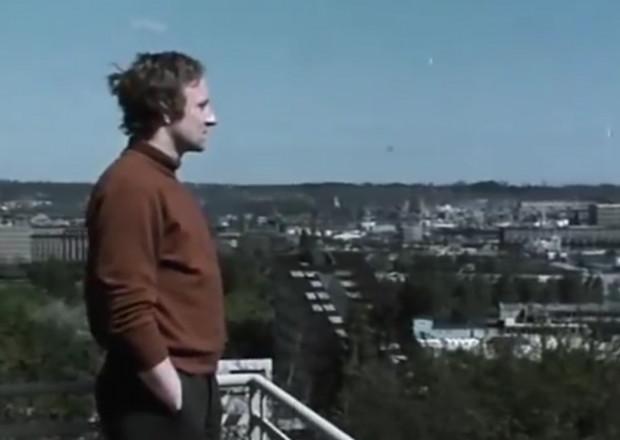 Jedną z kluczowych postaci w serialu jest tajemniczy biznesmen, Hubert Stańczyk (Marek Walczewski). Tu na tle Gdyni.
