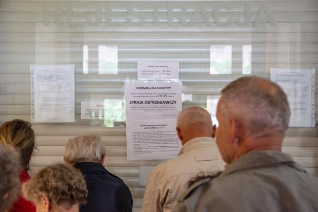We wtorek w Centrum Stomatologicznym GUMed pojawiły się informacje o trwającym sporze zbiorowym między pracownikami a pracodawcą.