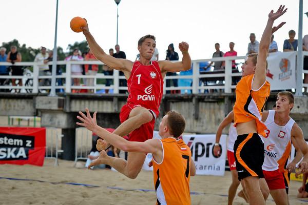 Na plaży w Brzeźnie będzie można nie tylko śledzić zmagania w mistrzostwach Polski, ale i wziąć udział w bezpłatnych warsztatach z plażowej piłki ręcznej.
