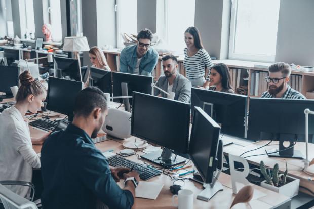 ELA gromadzi dane o ekonomicznych losach kilkuset tys. absolwentów polskich szkół wyższych, żeby ustalić, ile zarabiają, jak długo po studiach szukają pracy lub ilu wśród nich jest bezrobotnych.