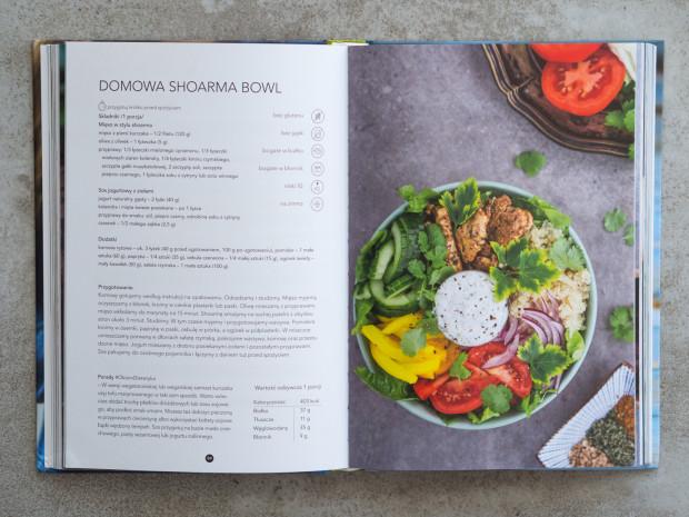 Książka zawiera sto przepisów - od sałatek przez dania ciepłe po koktajle.