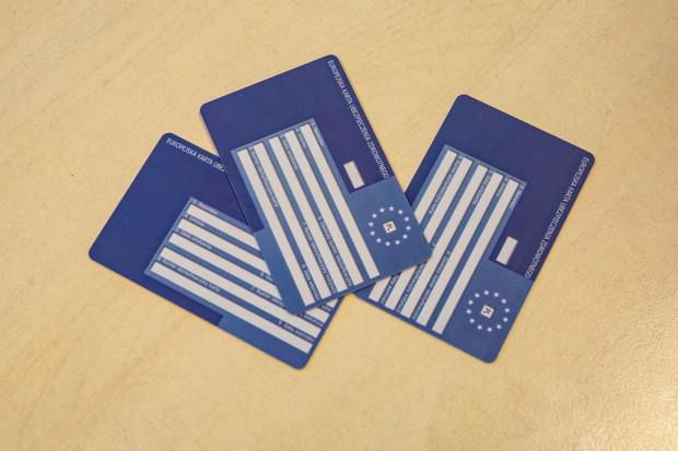 Europejska Karta Ubezpieczenia Zdrowotnego (EKUZ) to dokument potwierdzający prawo do korzystania na koszt NFZ z niezbędnych świadczeń zdrowotnych w czasie pobytu na terenie innego państwa członkowskiego Unii Europejskiej/Europejskiego Stowarzyszenia Wolnego Handlu (EFTA).