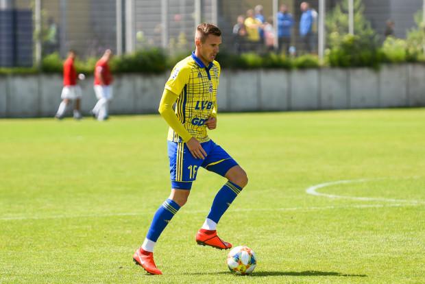 Adam Deja w ostatniej kolejce poprzedniego sezonu dostał czerwoną kartkę, ale z tego powodu nie musi pauzować na początku nowych rozgrywek.