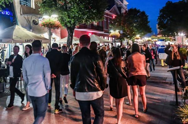 Latem do Sopotu przyjeżdżają tłumy turystów, co - niestety - próbują też wykorzystać oszuści.