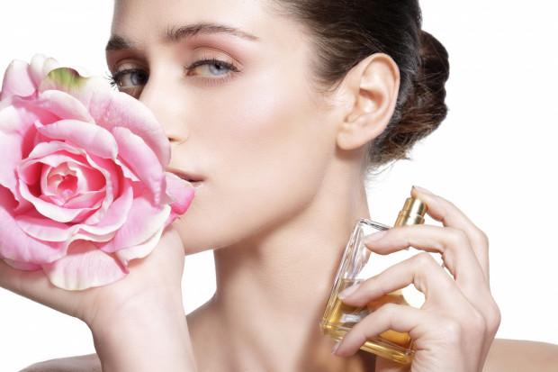 Lato, wbrew pozorom, potrafi być wymarzoną porą roku dla niektórych perfum.
