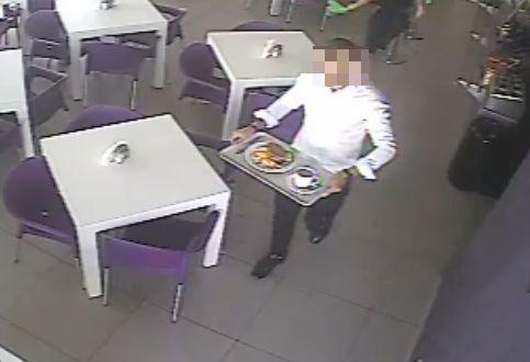 Poszukiwany mężczyzna sam zgłosił się na komisariat. Na prośbę policji zamazujemy więc jego wizerunek.