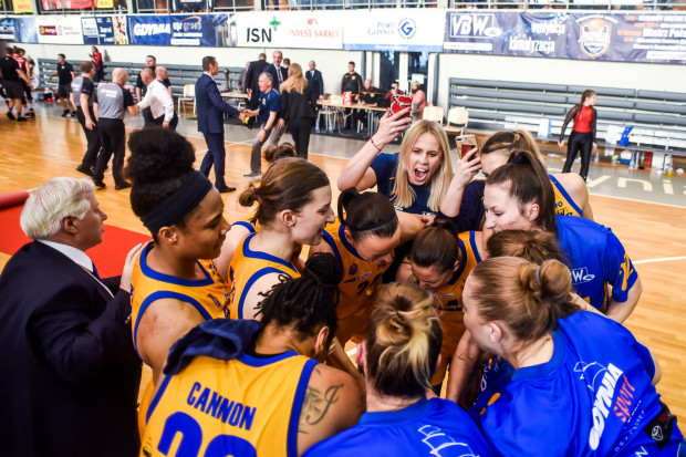 Koszykarki z Gdyni chciałyby wrócić do lat świetności. W 2002 i 2004 roku klub zdobywał wicemistrzostwo Euroligi.