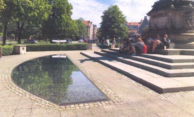 Wizualizacja jednej z dwóch niecek fontanny wokół pomnika