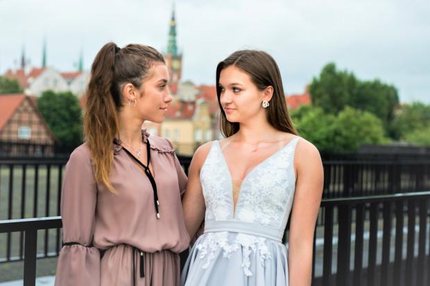 Wypożyczalnia sukienek wieczorowych działa już w Trójmieście. To rozwiązanie dla wszystkich kobiet, które chcą wyglądać zjawiskowo, jednocześnie ograniczając wydatki.