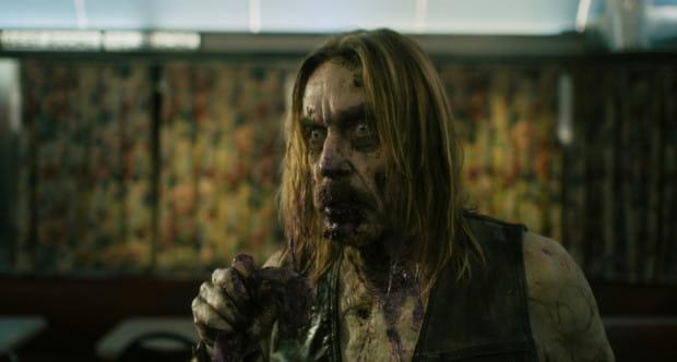 Jarmusch po raz kolejny zebrał na planie sprawdzoną ekipę. Poza Billem Murrayem, Tildą Swinton, Tomem Waitsem czy Stevem Buscemim, na ekranie oglądamy też muzyka Iggy'ego Popa, który jako zombie pragnie nie tylko świeżego mięsa, ale i... kawy.